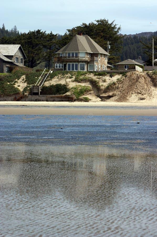 Download Chambre de plage photo stock. Image du côte, rivage, sable - 725776