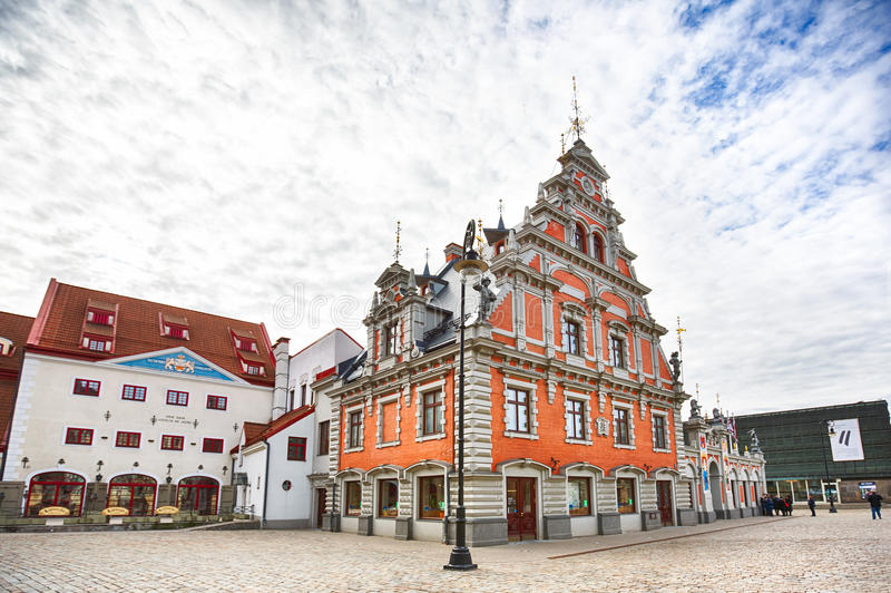 Chambre des points noirs à la ville Hall Square à Riga, Lettonie photographie stock libre de droits