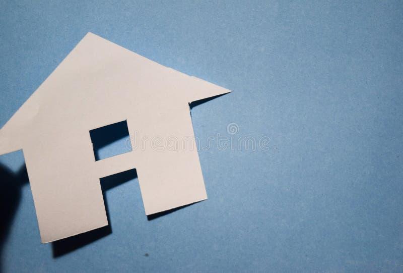Chambre du livre blanc montrant un concept pour la maison sur le fond bleu Vue supérieure image libre de droits