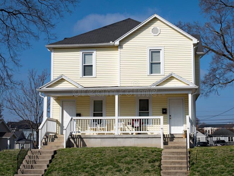Chambre duplex jaune de Midwest photographie stock libre de droits