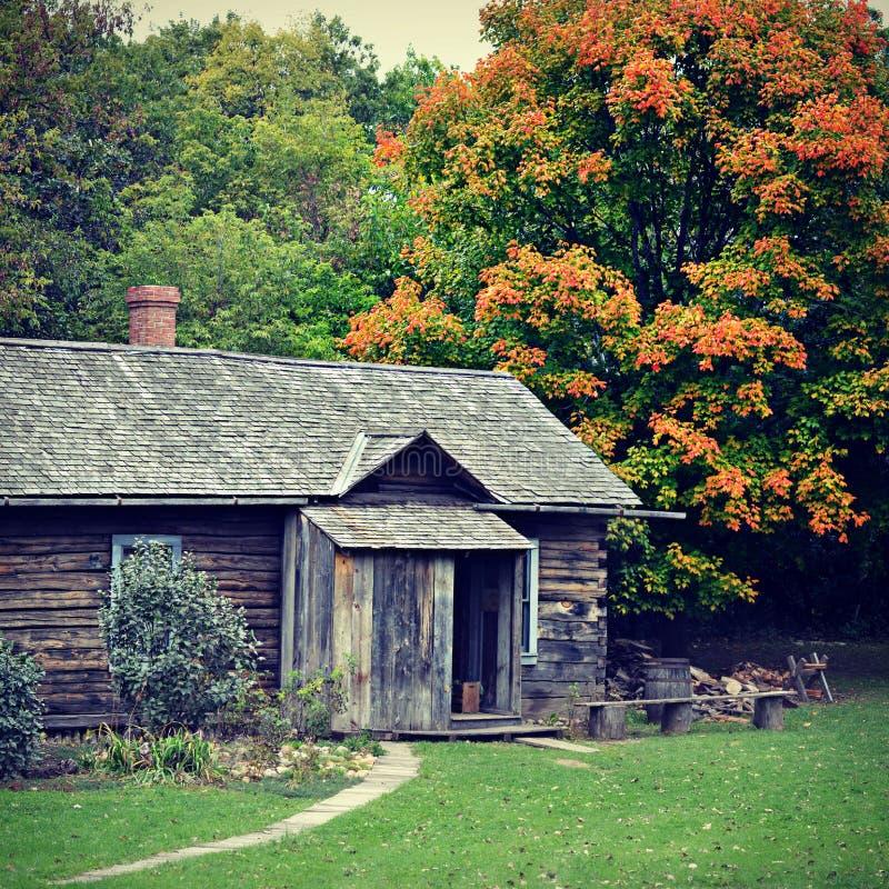 Chambre en automne images stock
