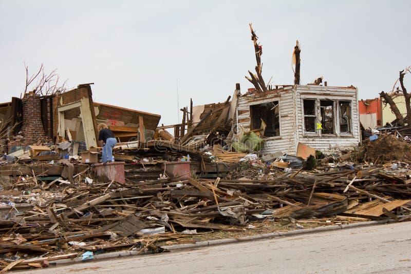 Chambre endommagée par tornade Joplin MOIS images libres de droits
