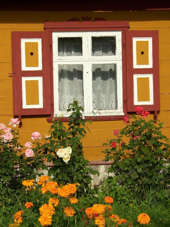 Chambre et fleurs photographie stock libre de droits