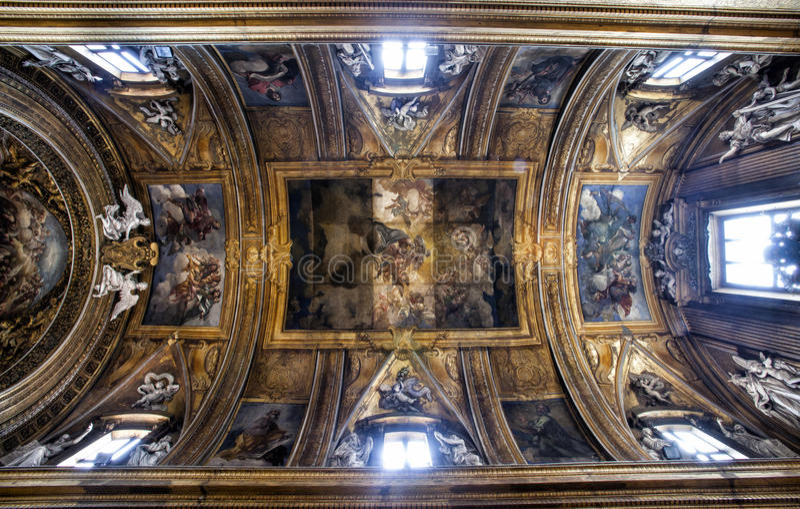 Chambre forte du ¹ e Maria Church, Jésus et Mary de Gesà Beaux vieux hublots à Rome (Italie) photos stock