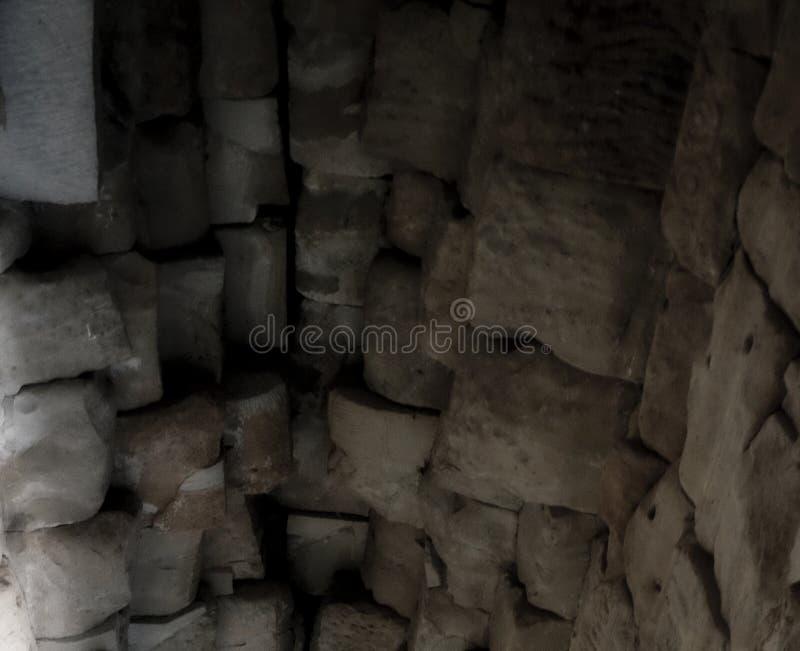 Chambre forte en pierre d'un vieux b?timent Ma?onnerie antique Fond photographie stock