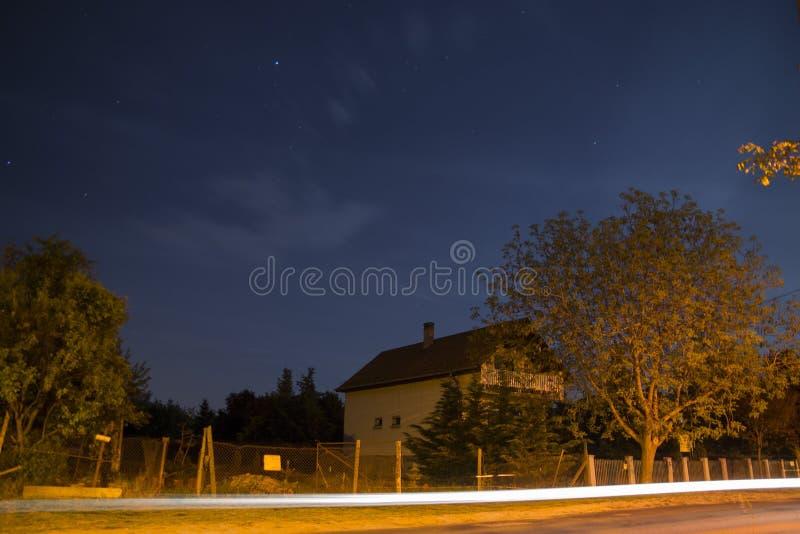 Chambre la nuit images libres de droits