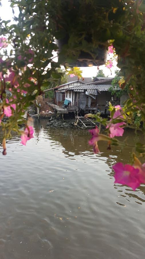 Chambre par la rivière photos libres de droits