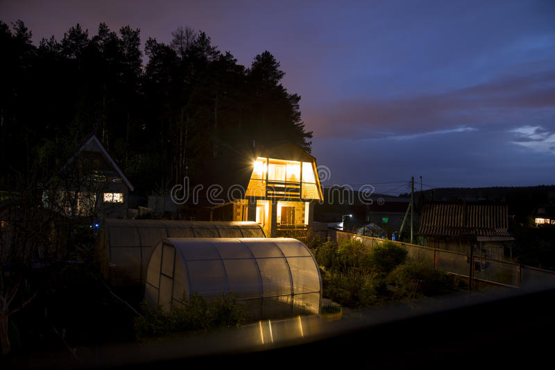 Chambre pendant la nuit photographie stock libre de droits