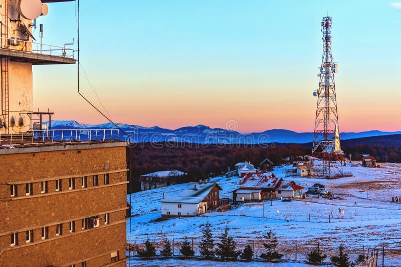 Chambre sur le dessus de la montagne en hiver photos libres de droits