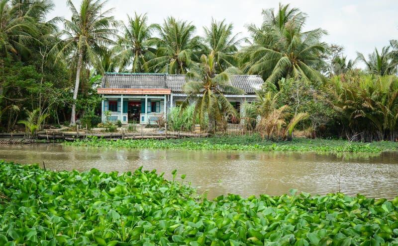 Chambres avec la rivière en Ben Tre, Vietnam du sud photographie stock