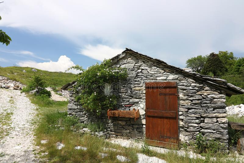 Chambres dans la pierre et les pierres de marbre blanches Garfagnana, Campocatino image libre de droits