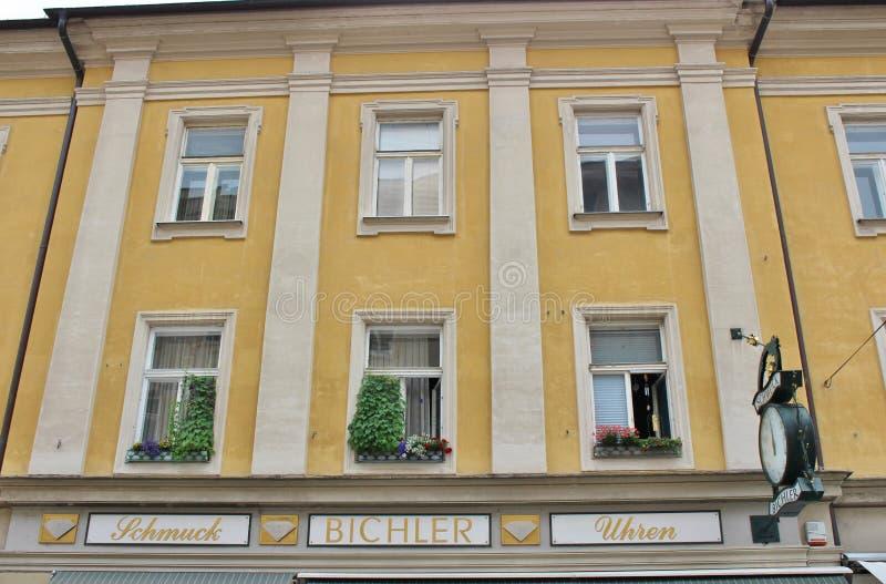Download Chambres Dans La Vieille Ville De Salzbourg Image stock éditorial - Image du allemand, célèbre: 77160929
