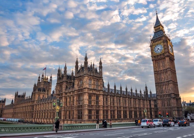 Chambres du Parlement et de Big Ben au coucher du soleil, Londres, R-U images stock