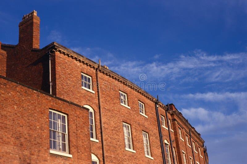 chambres en terrasse de brique rouge angleterre image stock image du arri re maison 50714711. Black Bedroom Furniture Sets. Home Design Ideas