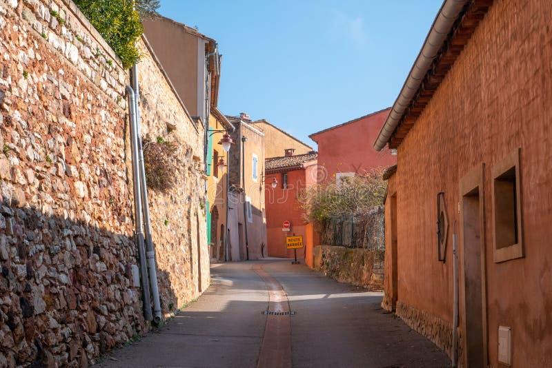 Chambres et façade de bâtiments du Comté de Roussillon, France photographie stock