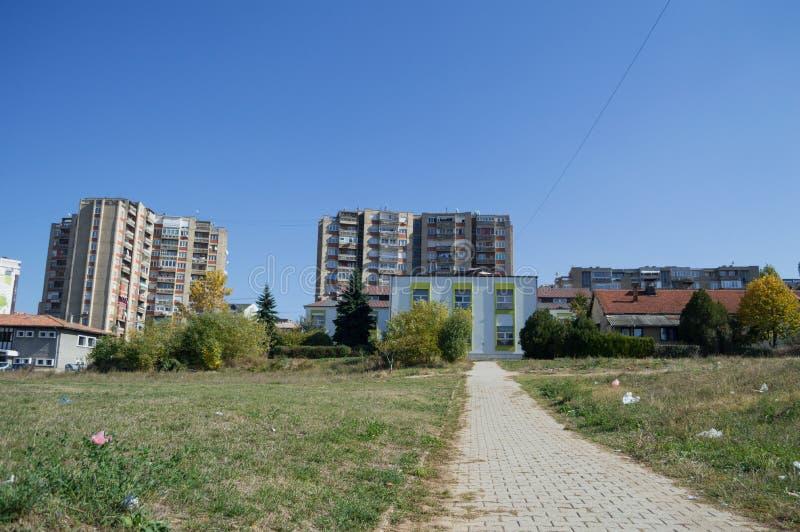 Chambres et immeubles résidentiels dans Pristina, Kosovo photographie stock libre de droits
