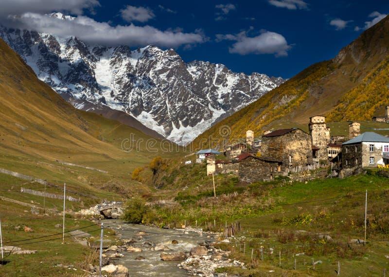 Chambres, paysages et tours de Svan d'Ushguli photo libre de droits