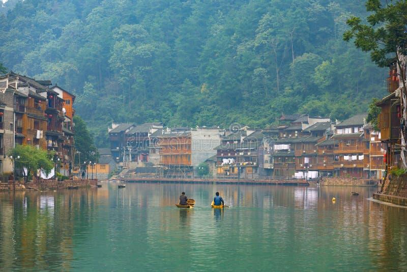 Chambres traditionnelles de rive de village de Fenghuang photo libre de droits