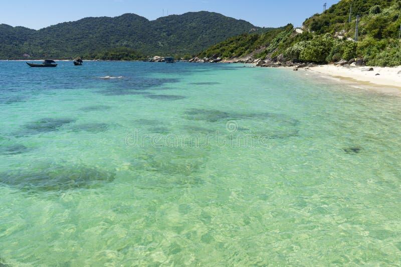Chameiland in de archipel van Ku Lao Cham royalty-vrije stock afbeelding