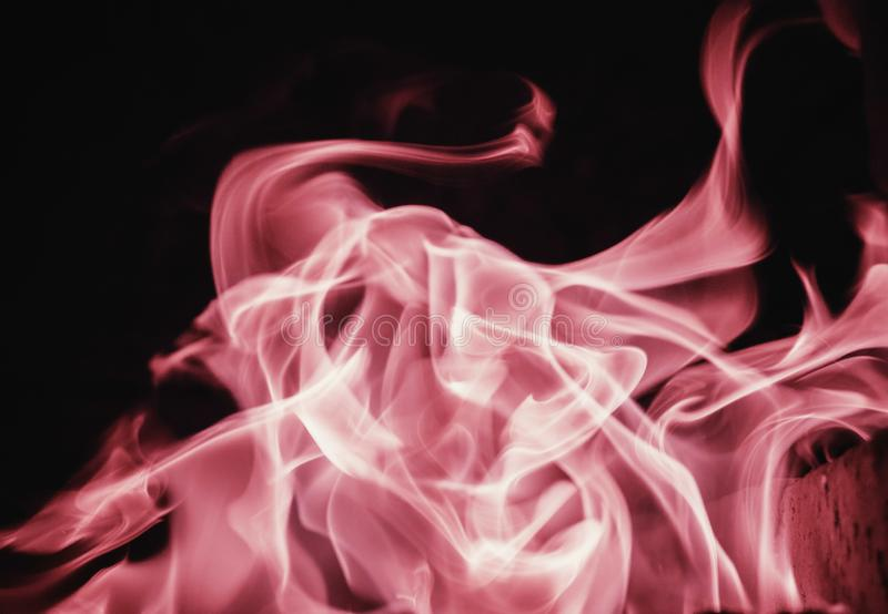 Chamejam o fundo da chama do fogo e textured, cor-de-rosa e pretos fotografia de stock