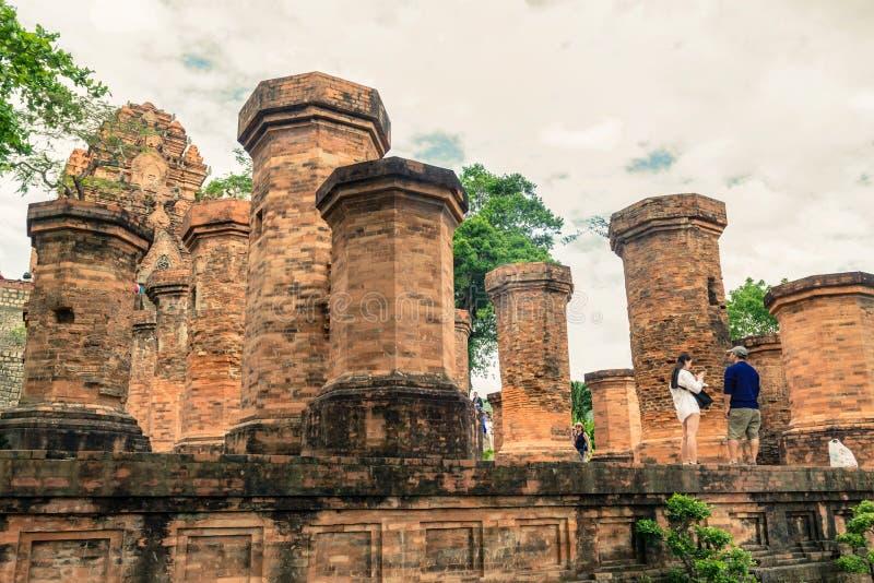 Chamen för Po Nagar står högt, det norr tornet Thap Chinh i Nha Trang, V royaltyfri foto