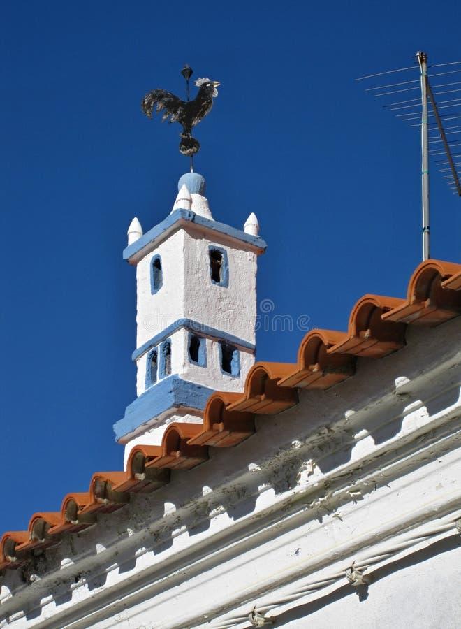 Chaminé tradicional na forma do Torre de Belém em um housetop fotografia de stock royalty free