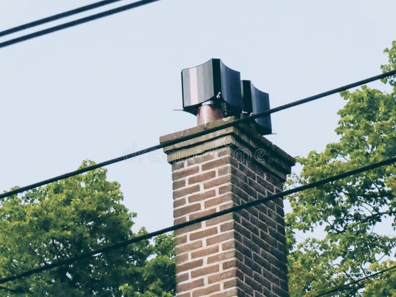 Chamin? velha no telhado imagens de stock royalty free