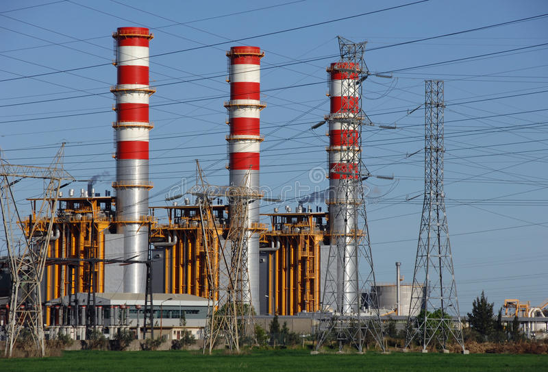 Chaminés da central energética fotografia de stock