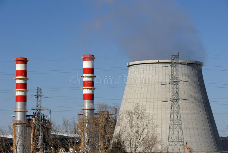 Chaminés da central energética fotos de stock