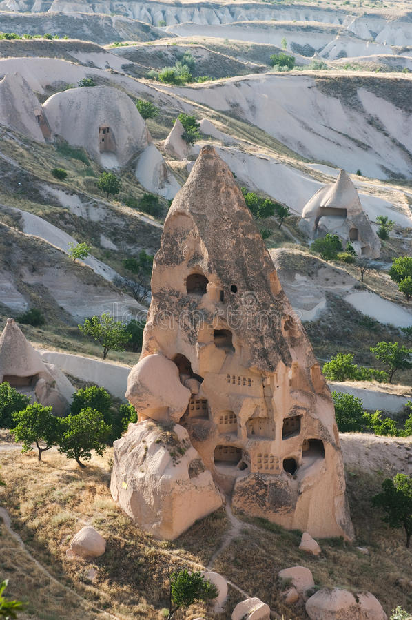 Chaminés feericamente em Cappadocia foto de stock royalty free