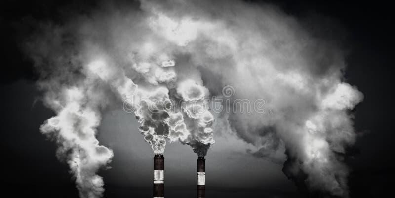 Chaminés fumarentos Questões meio-ambientais foto de stock