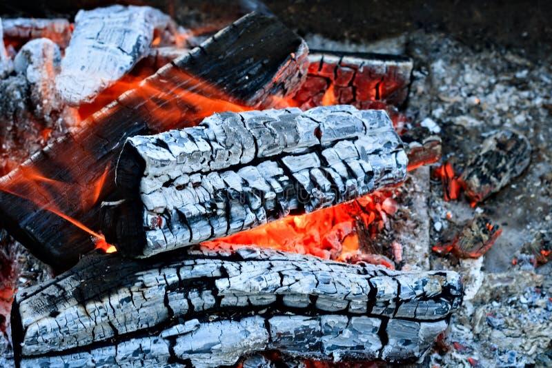 Chamin? de queimadura da fogueira da lenha foto de stock