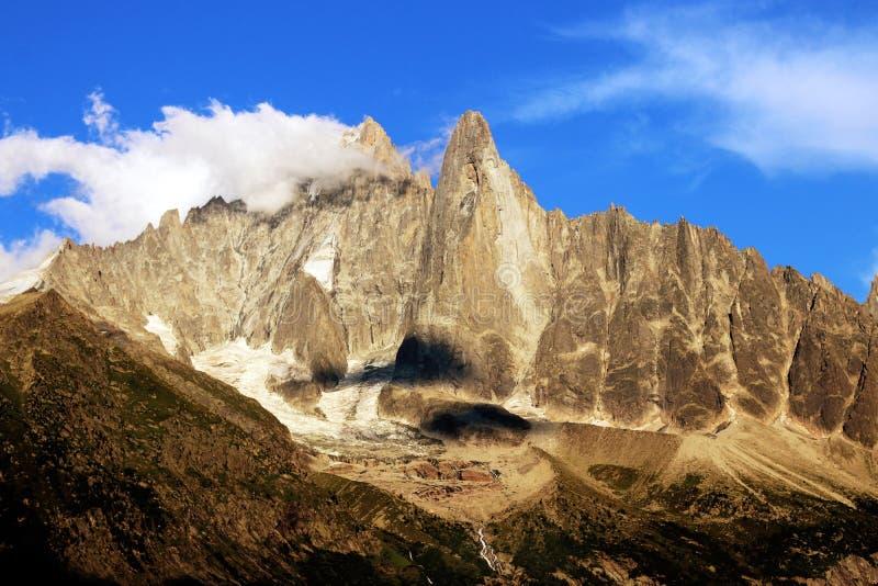 Chamonix den Aiguilles desen Drus och Aiguillen Verte, i den Montblanc massiven under sommar arkivbilder