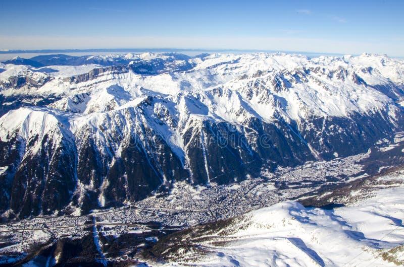 Chamonix Mont Blanc - o melhor destino para o feriado de inverno completamente do esqui, da snowboarding e do relaxamento A vista fotografia de stock