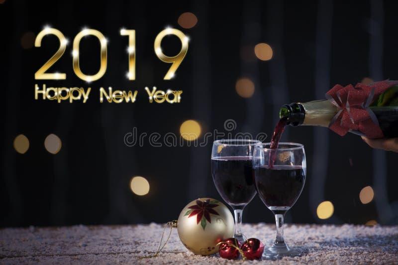 Champán con un texto de 2019 Felices Año Nuevo foto de archivo