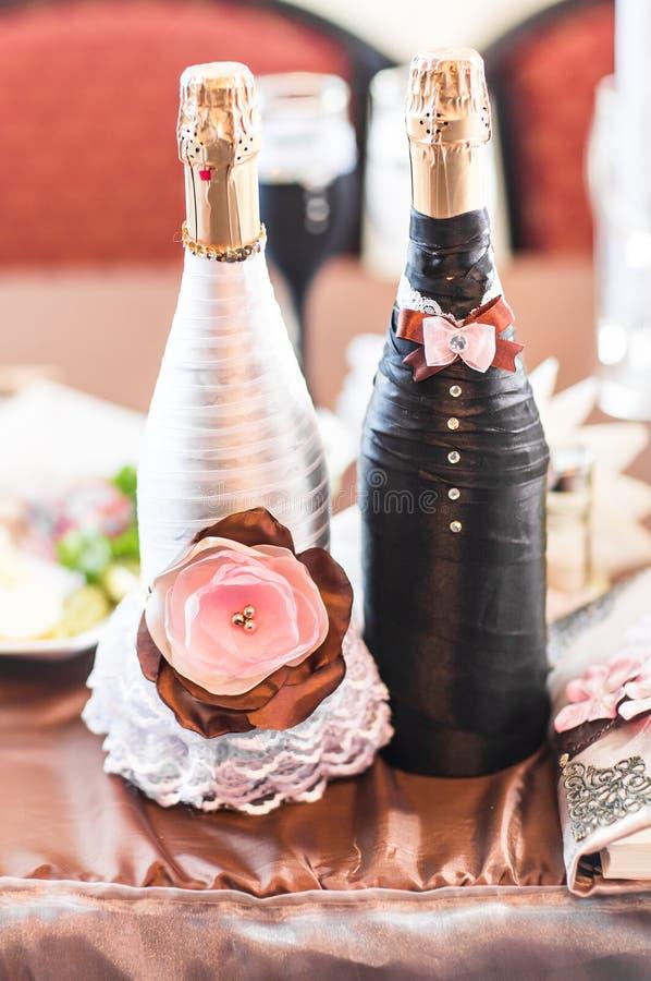Champán embotella la decoración para el día de boda fotos de archivo libres de regalías