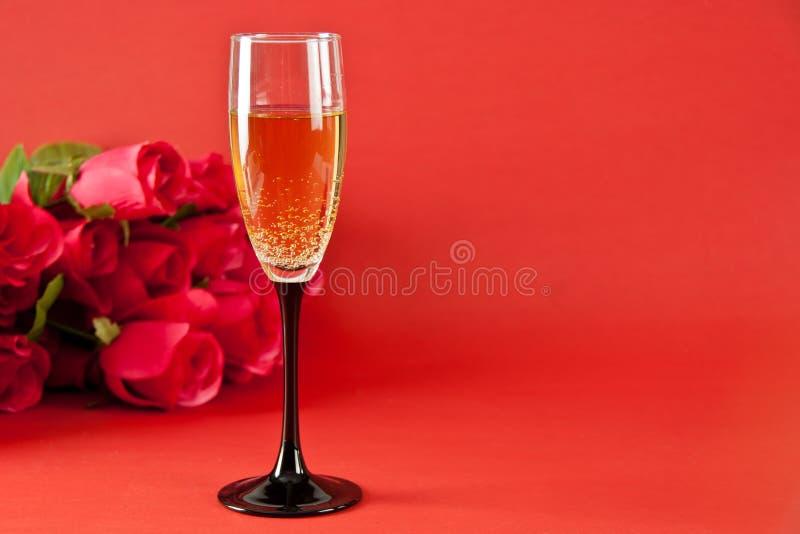 Champán y rosas imagen de archivo