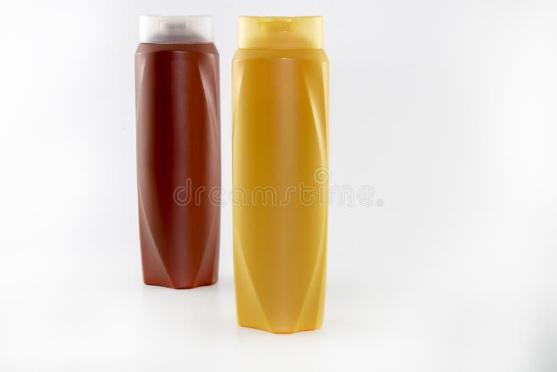 Champ?, botellas hidratantes en colores marrones, blancos, amarillos foto de archivo