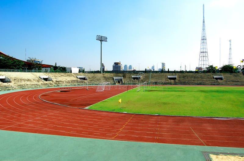 Champ de courses et terrain de football photographie stock libre de droits