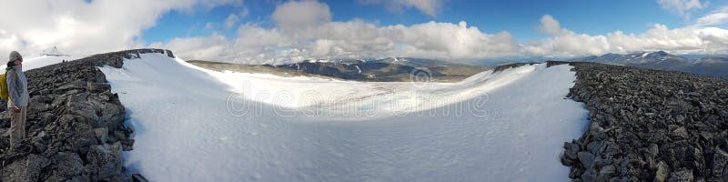 Champ de neige dans la montagne Glittertind, secteur de montagne de Jotunheimen images libres de droits