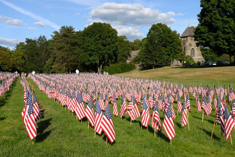 Champ des drapeaux américains pendant le Jour de la Déclaration d'Indépendance des USA photos libres de droits