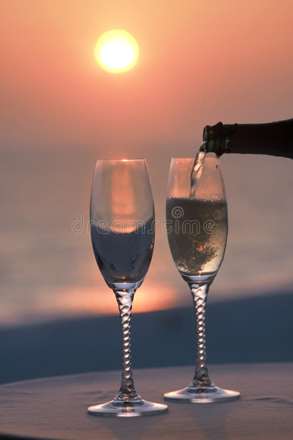 Download Champagane wylewać zdjęcie stock. Obraz złożonej z glassful - 42018