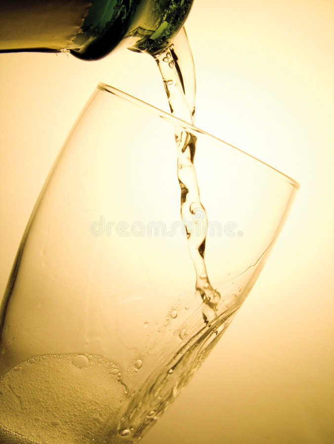 Free Champage Pouring Royalty Free Stock Image - 509086