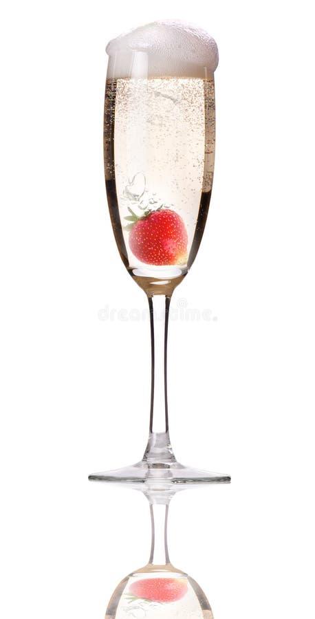 Champagne avec la fraise - cocktail de Noël photos libres de droits