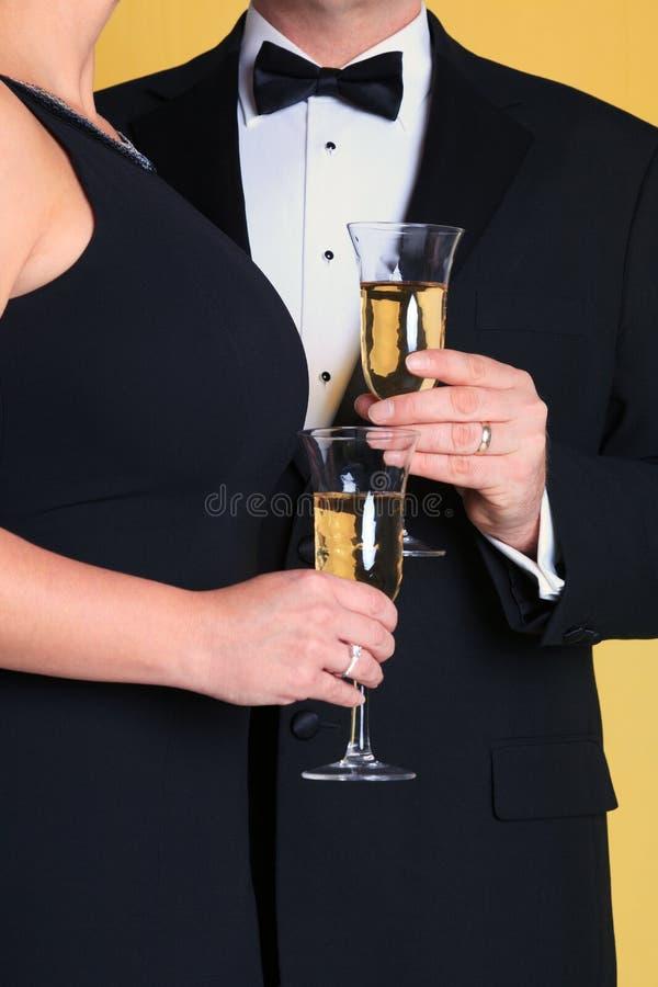 Champagne, avondkleding en lippenstift stock foto's