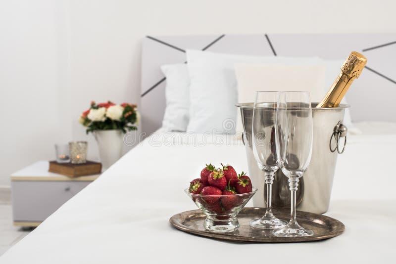 Champagne in bed stock fotografie