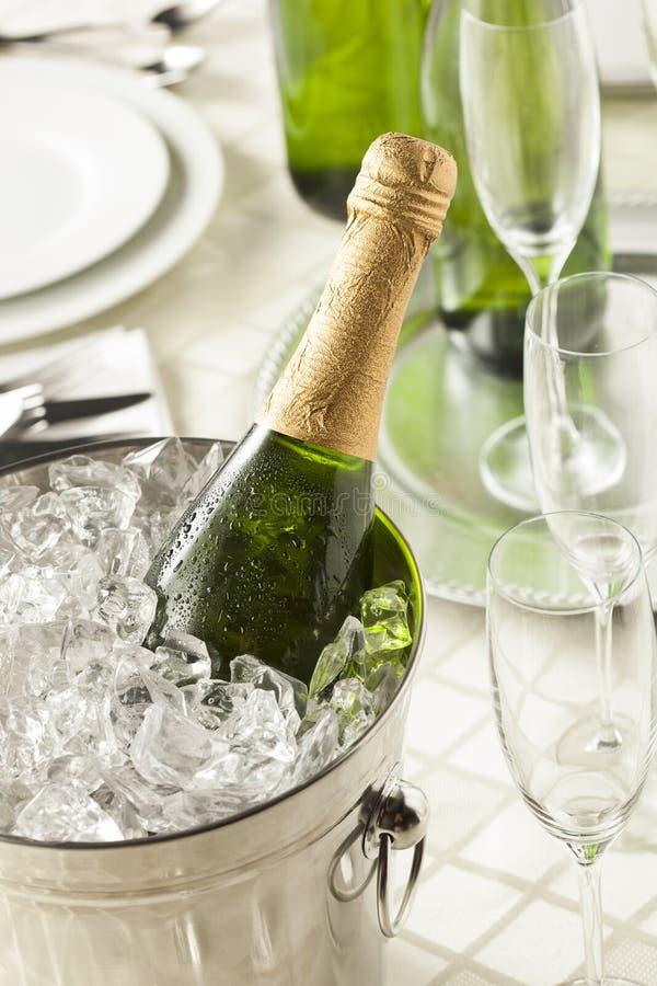 Champagne borbulhante alcoólico por anos novos imagem de stock royalty free