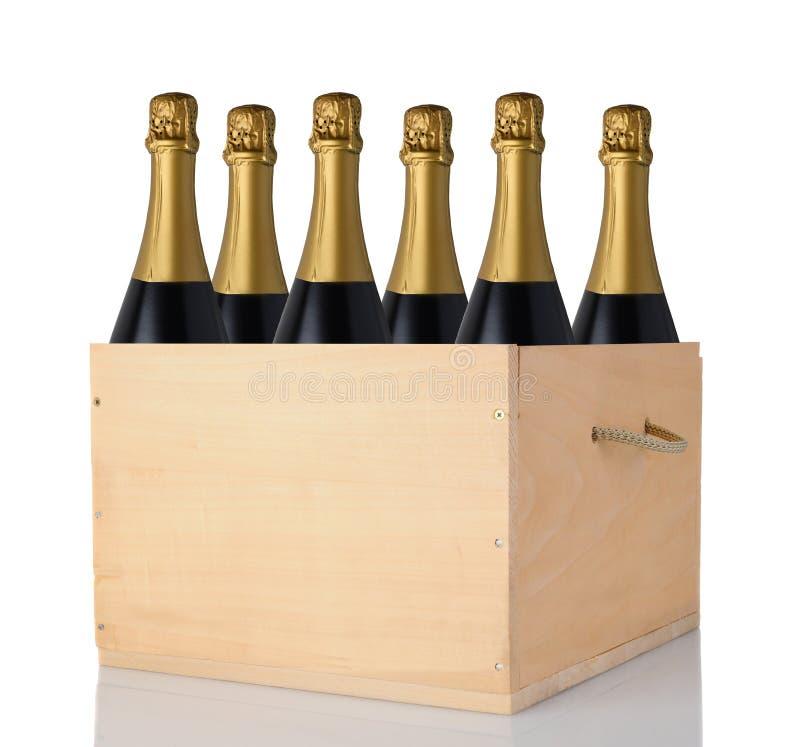 Champagne Bottles in Houten Krat - Zes flessen zonder etiketten stock fotografie