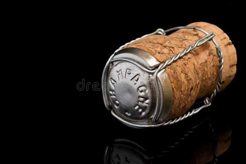 Champagne Cork sur le noir images stock