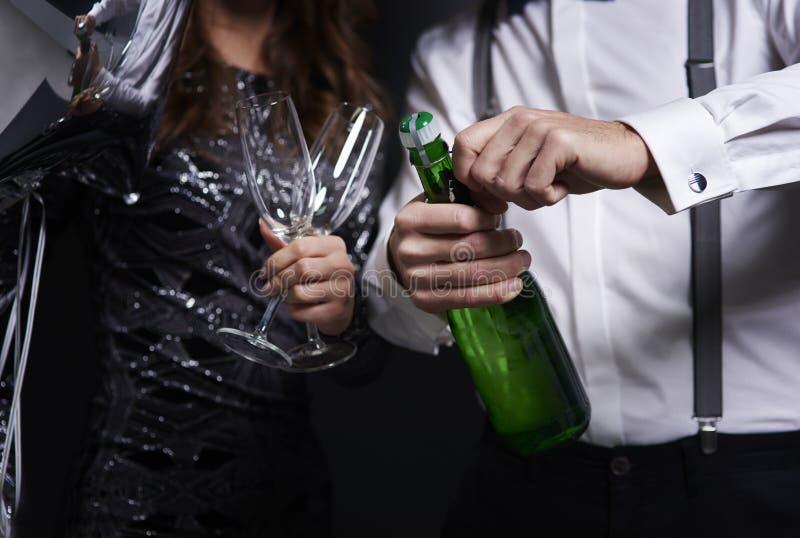 Champagne d'ouverture photos libres de droits